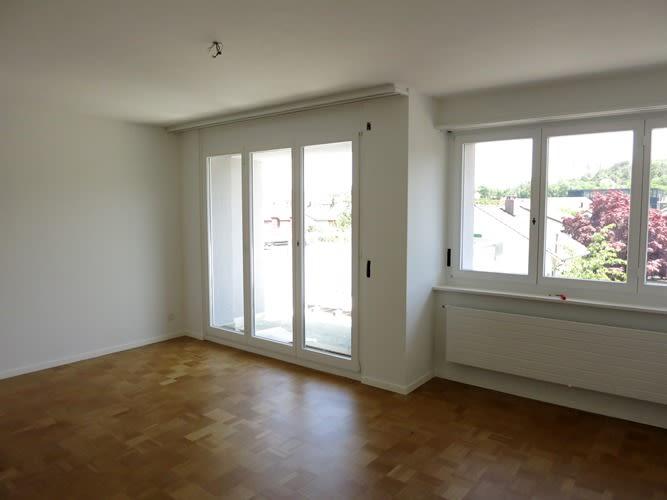 Miete: helle, grosszügige Wohnung mit 2 Balkone