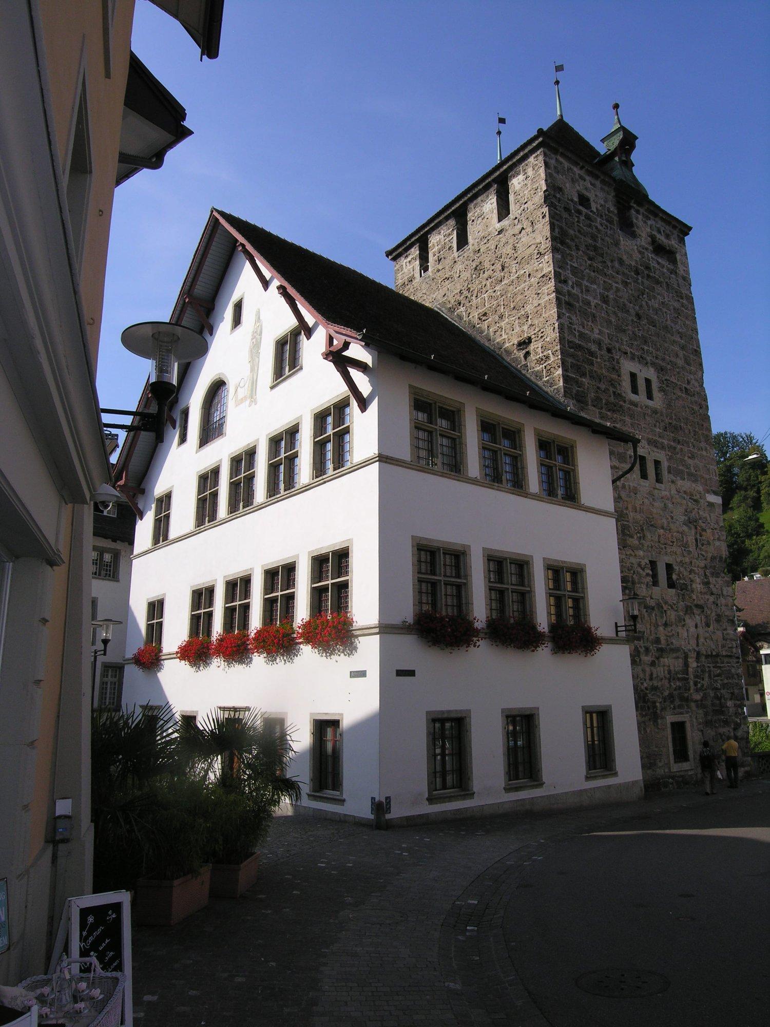 Rathausplatz 2