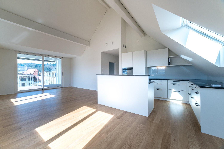 Neue, helle und attraktive Dachwohnung