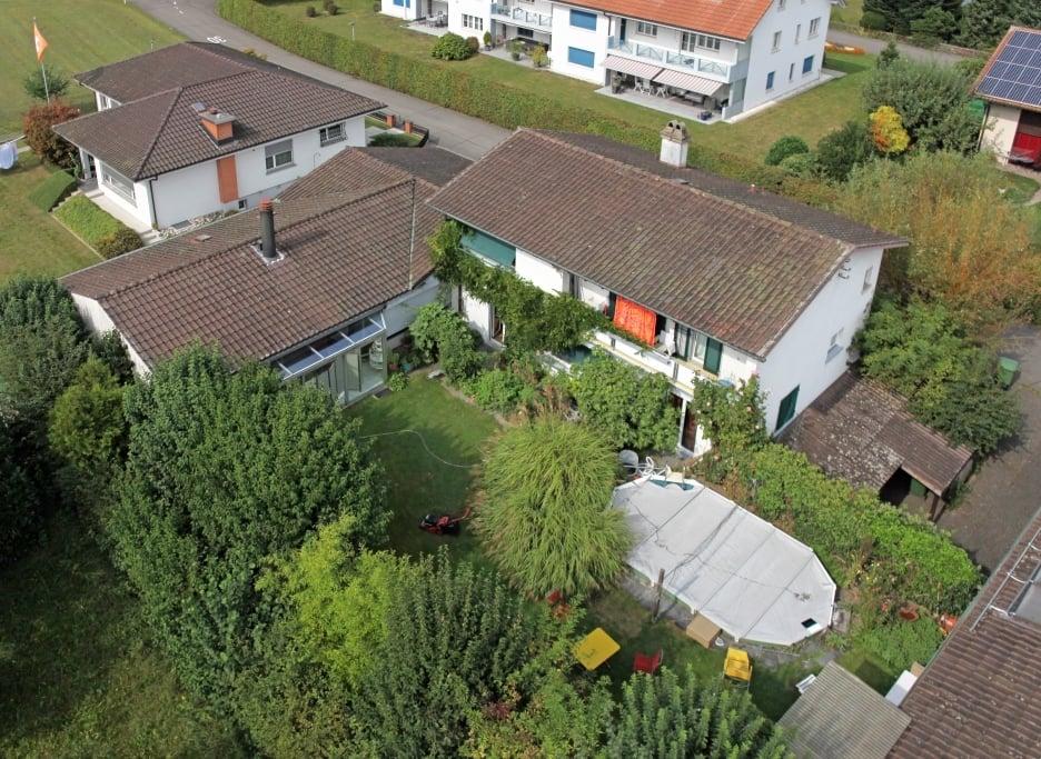 Grosszügiges Einfamilienhaus mit Gewerberaum und Lagerhalle