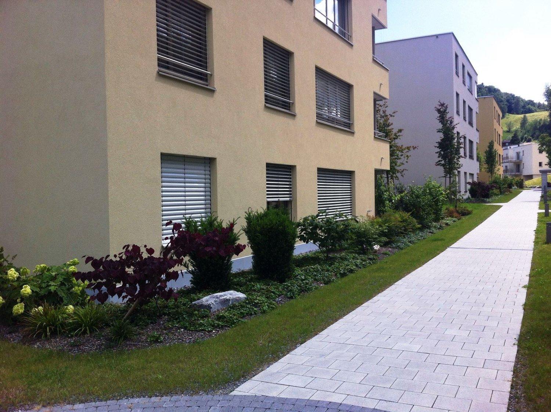 Miete: moderne Wohnung mit Gartensitzplatz