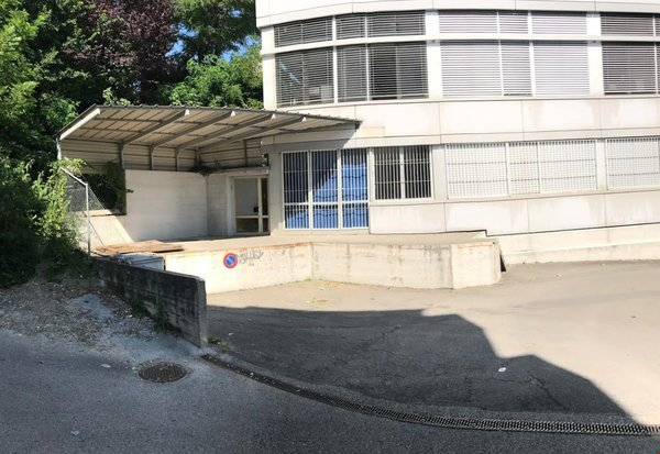 Grand local dépôt & bureau de 750 m2 à lausanne prilly malley