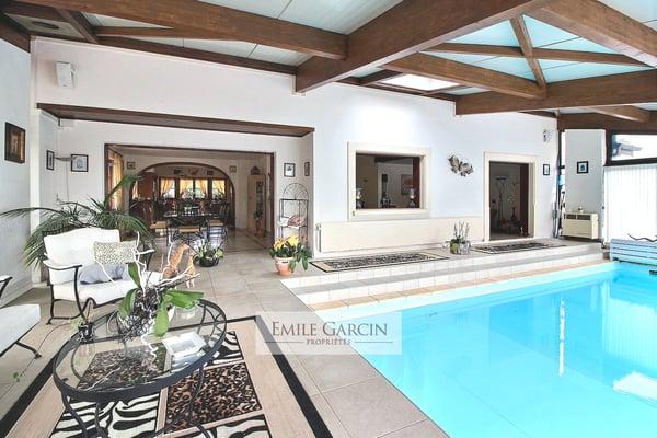 Spacieuse maison avec piscine intérieure, Genolier, Genolier ...