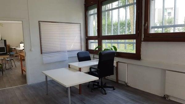 Bureaux fermés en coworking : calme confort et partage au centre de