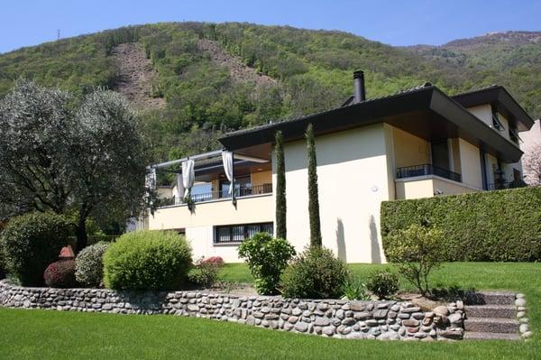 Villa plurifamiliare con piscina interna e giardino bedano
