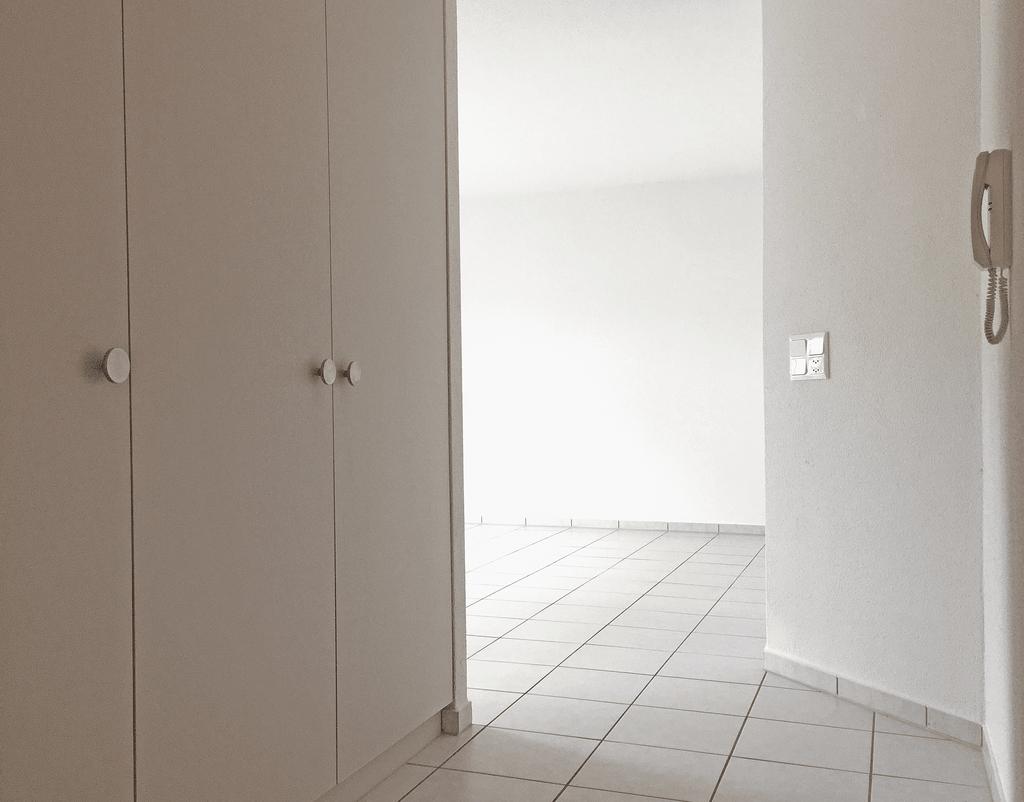 Korridor mit Einbauschränken