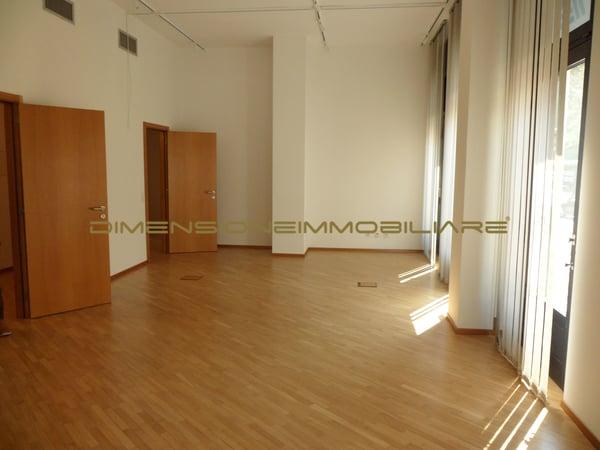 Ufficio Open Space Yoga : Lugano centro: spazi commerciali uffici di diverse metrature lugano