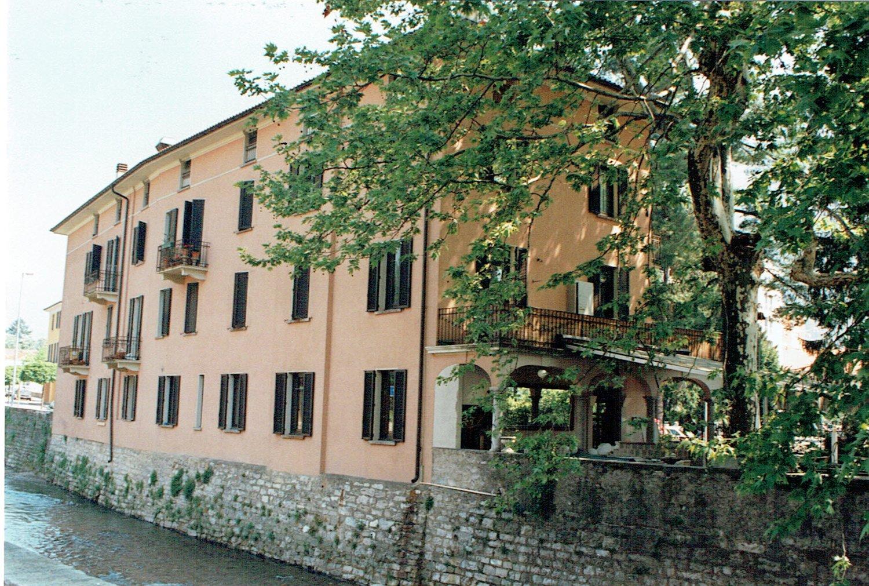 Via Capelli 2
