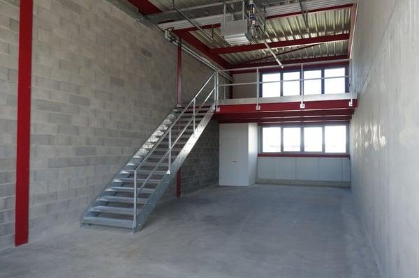 Atelier dépôt avec bureau sur mezzanine grolley gewerbe mieten