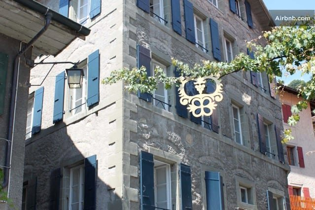 Rue du vieux collège 6