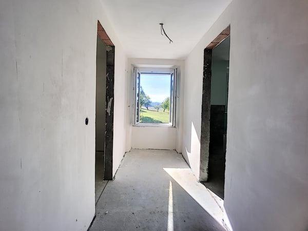 Belle maison rénovée / intérieur brut avec de beaux volumes ...