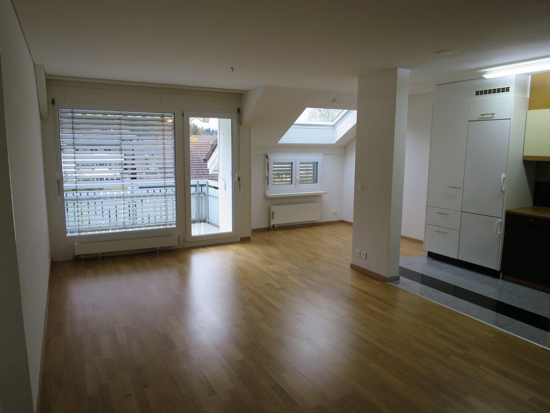 Miete: Charmante, freundliche, helle Dachwohnung