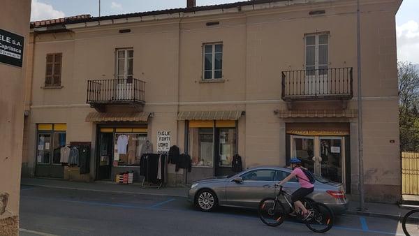 Ein Schones Grosses Tessinerhaus Mit Wohnung Und 3 Verkaufsladen
