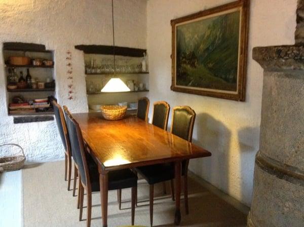 Foto Di Soffitti Con Travi In Legno : Rustico con muri in sasso e soffitti con travi in legno cabbio