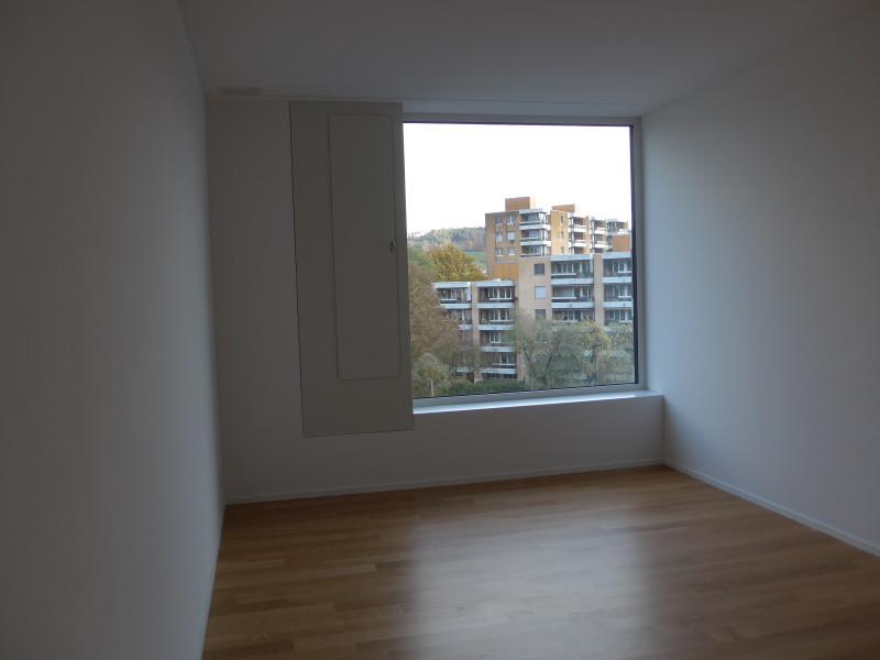Miete: Wohnung mit 2 Balkone, gut vernetzt