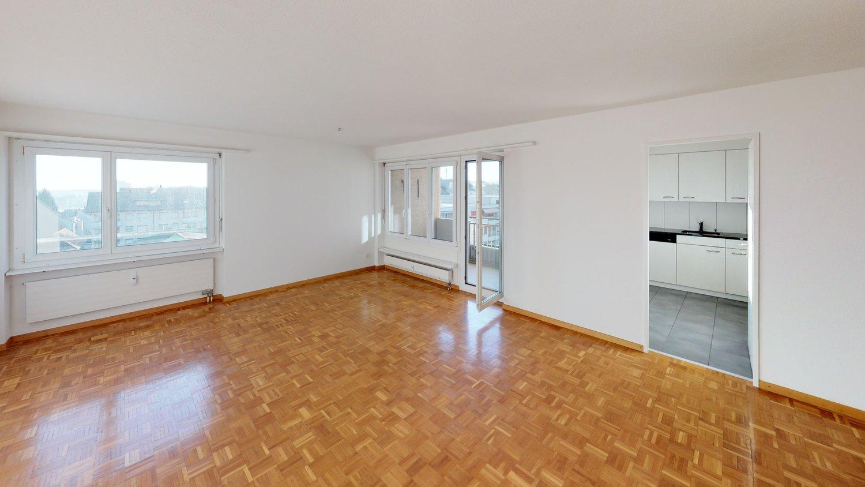 Miete: Grosszügige Wohnung mit wunderschöner Aussicht