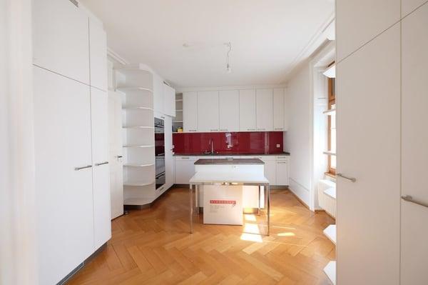 Grandiose Altbauwohnung Im Stadtzentrum Von Basel