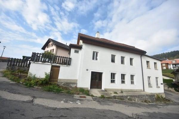 Maison pour artisan avec ateliers un bureau et un appartement