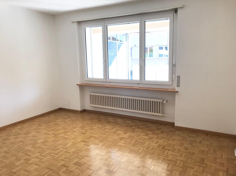 Miete: Moderne Wohnung mit grossem Balkon