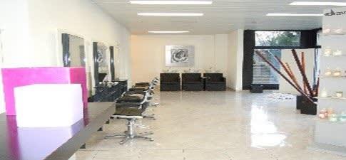 Joli espace onglerie à louer dans salon de coiffure, Thônex | Lager ...