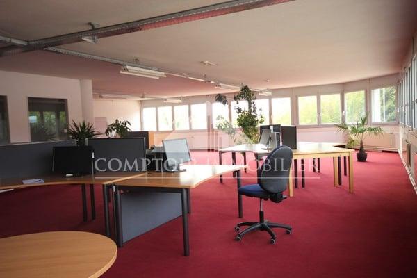220m2 de surface de bureaux et stockage accessible avec monte