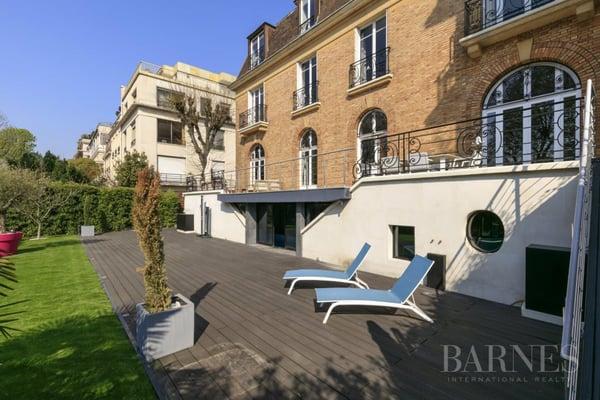 HOTEL PARTICULIER NEUILLY MAURICE BARRES - PISCINE - JARDIN, Neuilly ...