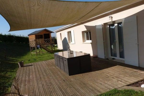 Dordogne (24), NEUVIC à 20mn de PERIGUEUX-ouest maison moderne P5