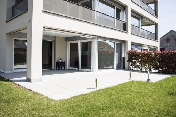 Appartement moderne avec spacieuse terrasse et jardin privatif ...