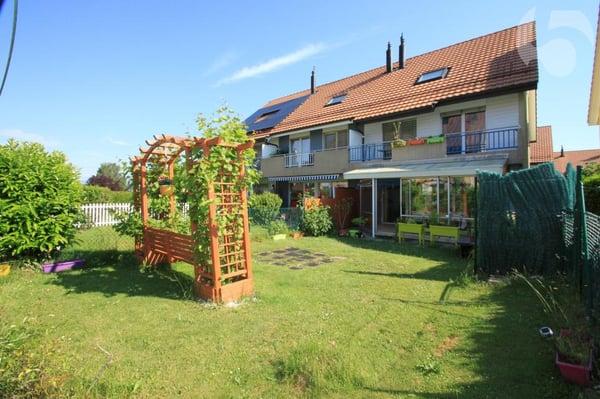 Maison contigüe d\'angle avec véranda d\'une surface utile de 208 m² ...