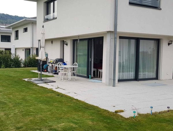 Très belle maison jumelle récente et moderne de 5.5 pièces avec terrasse et  jardin