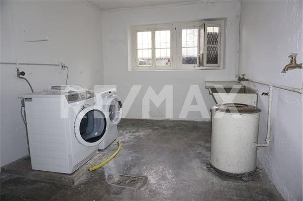 Buy a 6 rooms single house in Mumpf - Flatfox